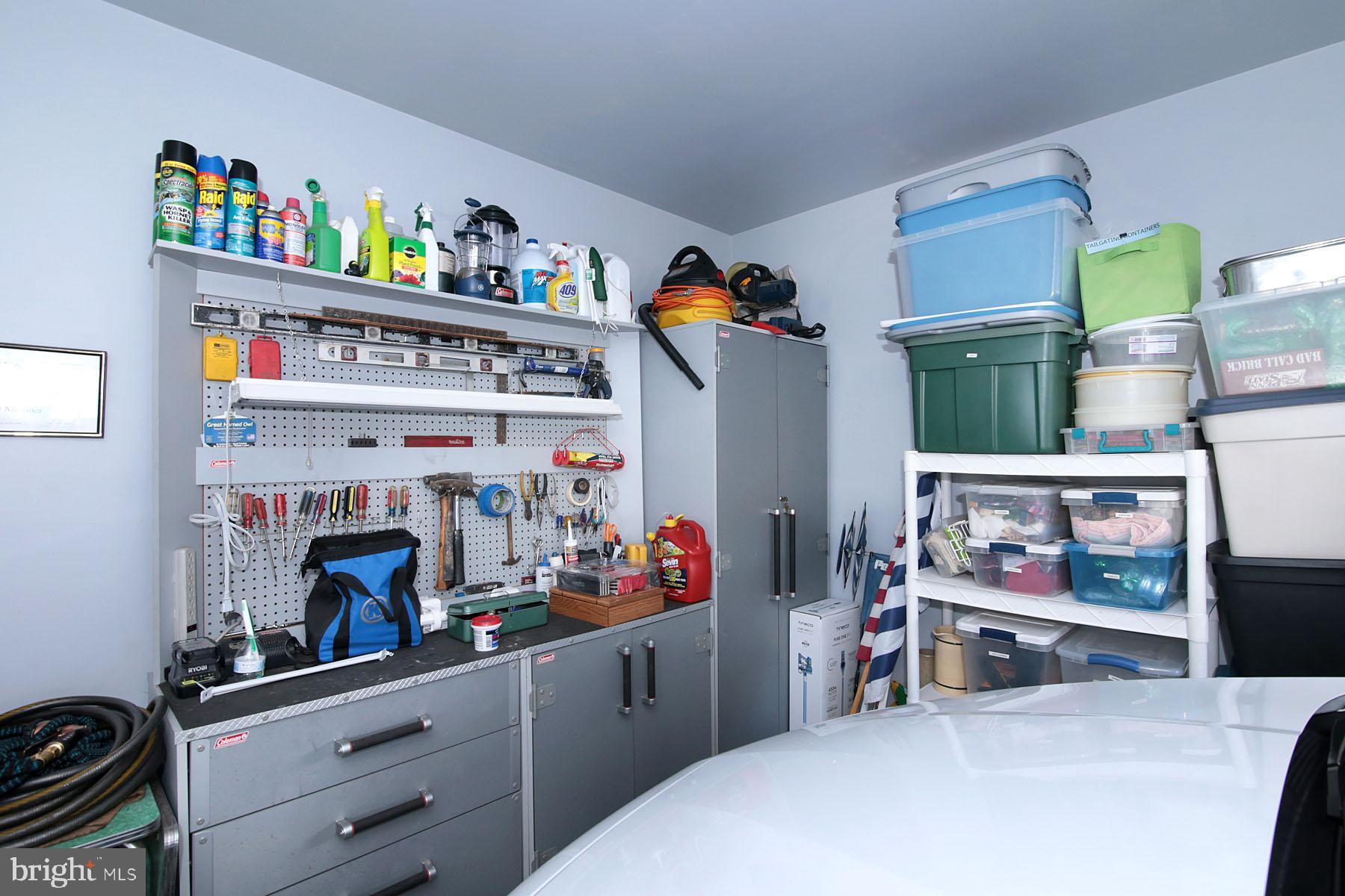 Workbench and Storage Unit Stay