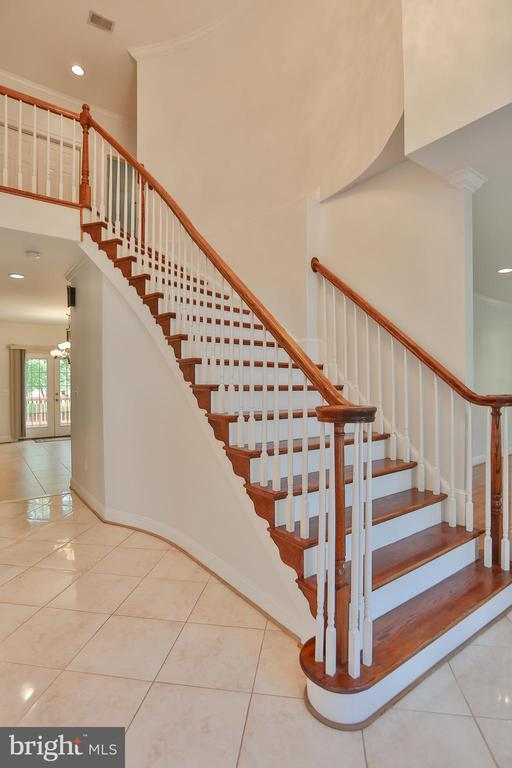 Majestic Staircase - 7215 TANAGER ST, SPRINGFIELD