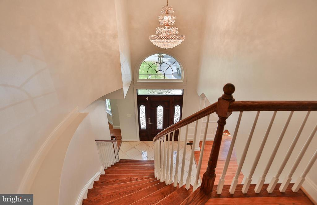 Bright & Airy Throughout This Beautiful Home - 7215 TANAGER ST, SPRINGFIELD