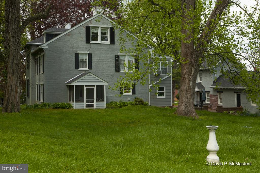 Deep back yard. 1+ acre lot 4 blocks from downtown - 417 E WASHINGTON ST, CHARLES TOWN