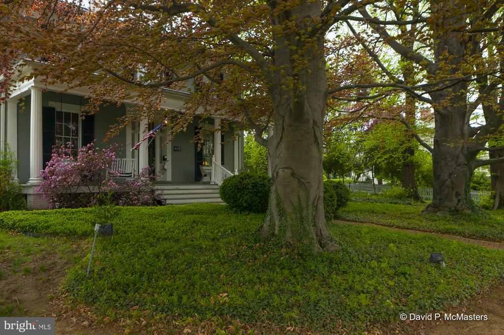 Turnkey Ready Exceptional in every way Great Value - 417 E WASHINGTON ST, CHARLES TOWN