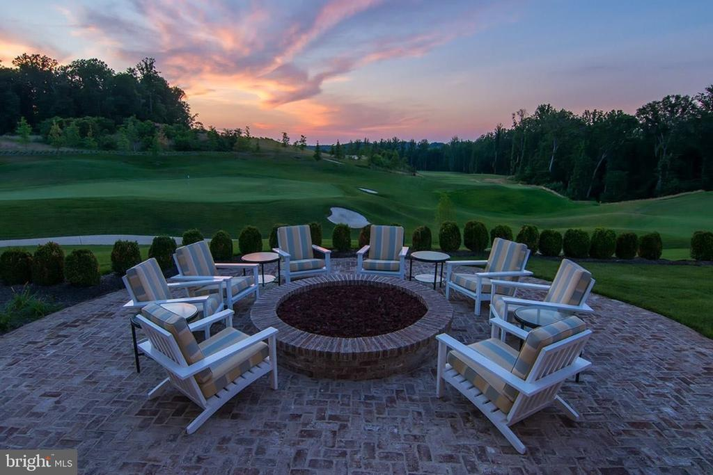 Sit by the fire-pit on the Tidewater Grill patio - 2094 TWIN SIX LN, DUMFRIES