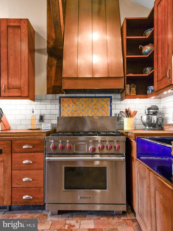 Gas Stove - 11024 OLD FREDERICK RD, THURMONT