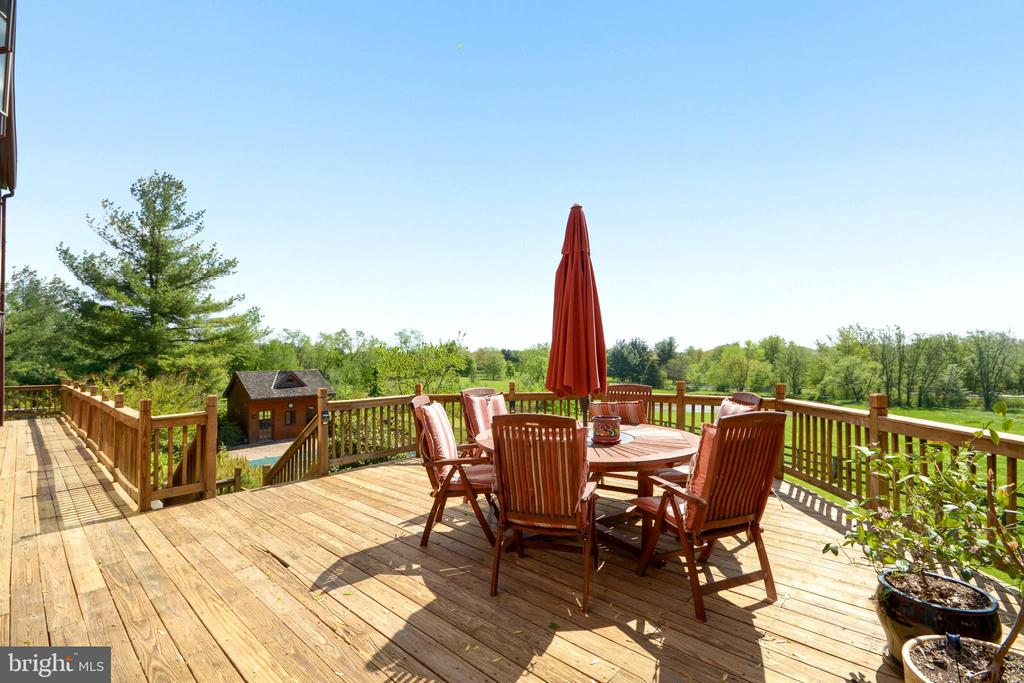 Large Deck off Rear of home - 11024 OLD FREDERICK RD, THURMONT