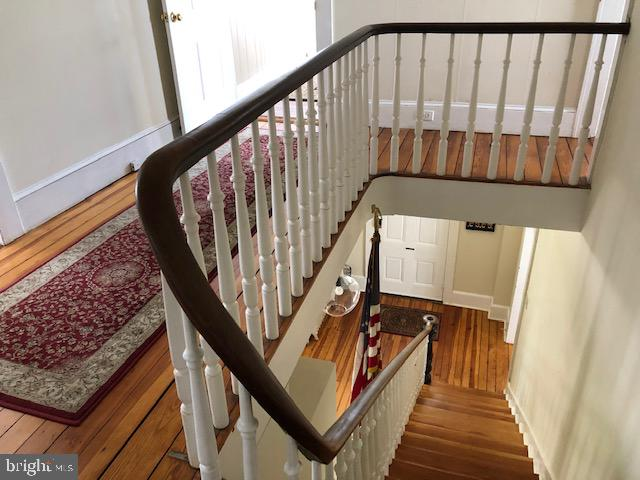 Front stairwell from top. - 310 AMHERST ST, WINCHESTER