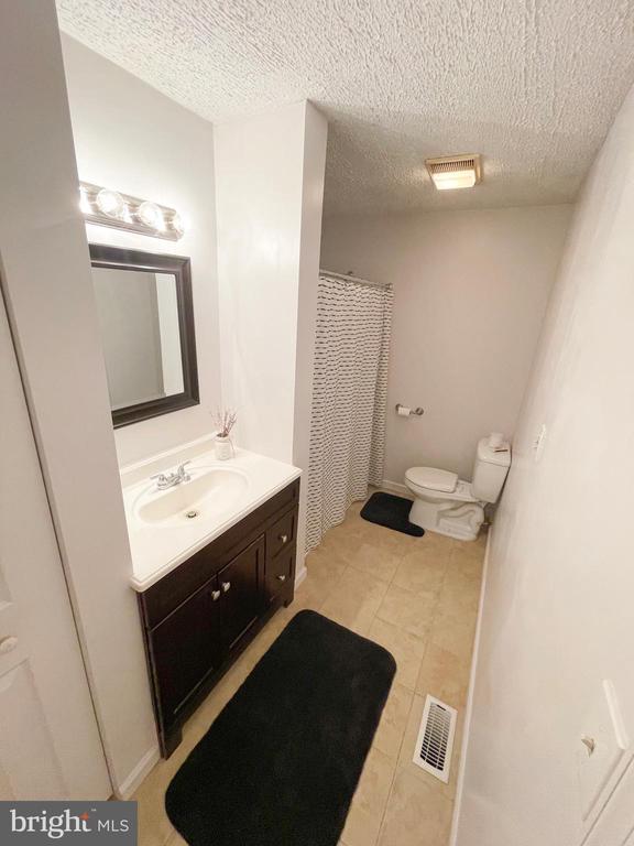 Top level Full Bath - 1501 BROOKE RD, STAFFORD