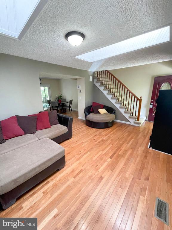 Living room - 1501 BROOKE RD, STAFFORD