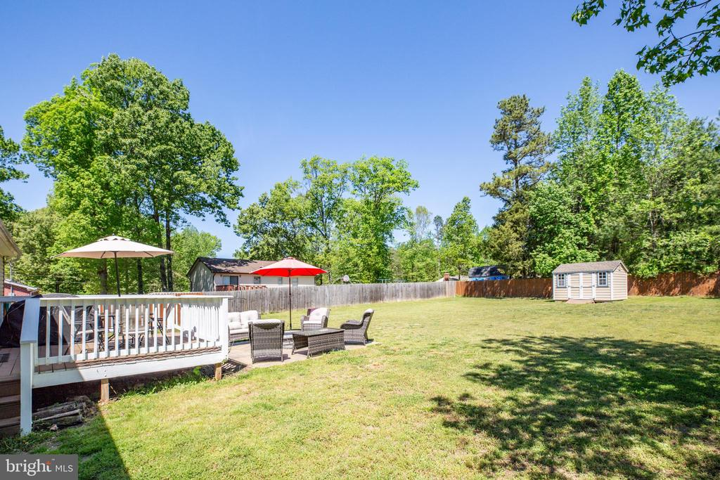 Very private backyard with shed in rear - 301 BURR DR, RUTHER GLEN