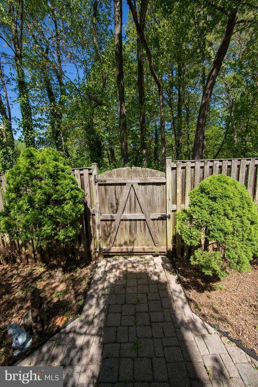Gated Backyard - 5605 STILLWATER CT, BURKE