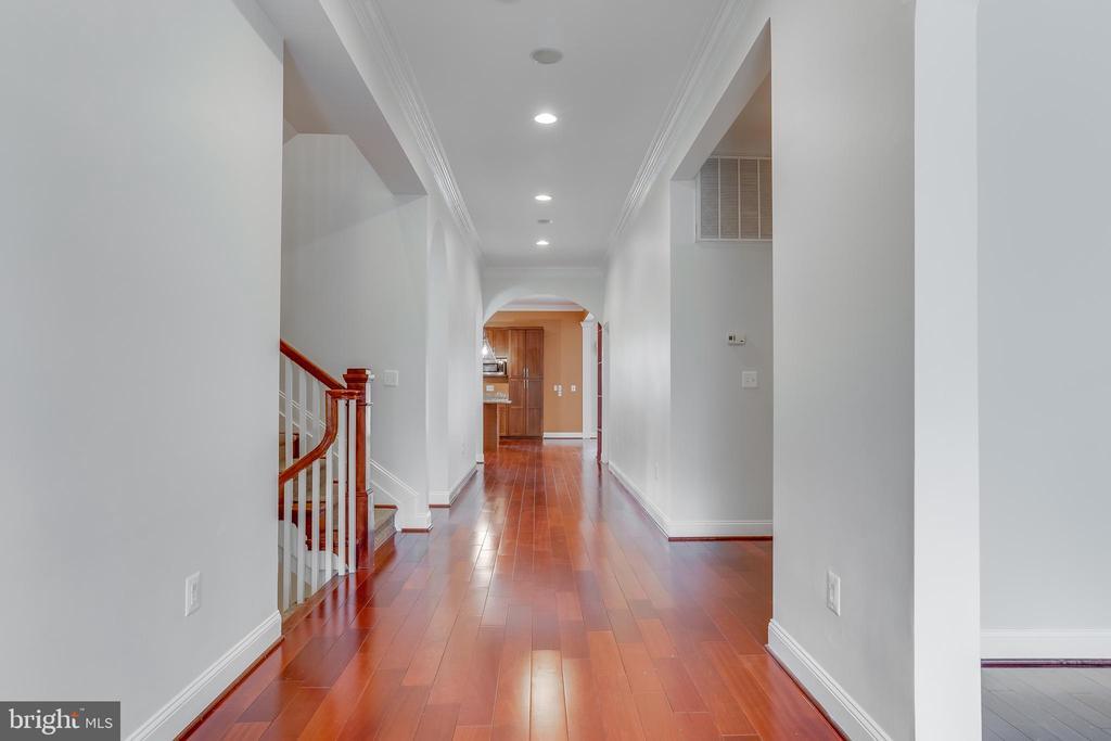 Hallway - 916 N CLEVELAND ST, ARLINGTON