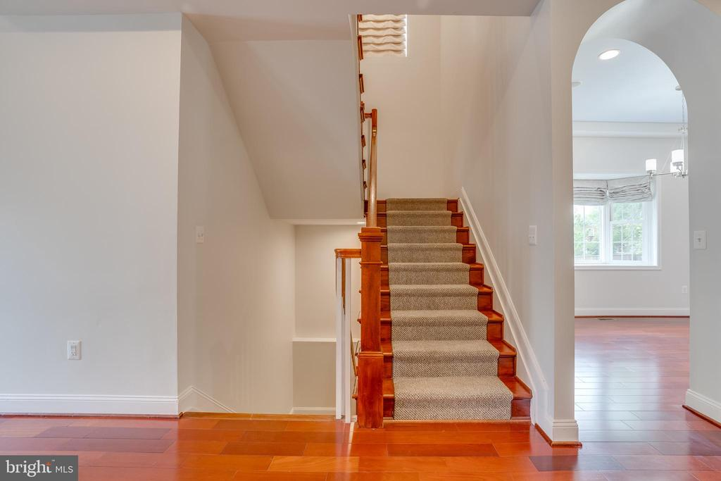Staircase - 916 N CLEVELAND ST, ARLINGTON