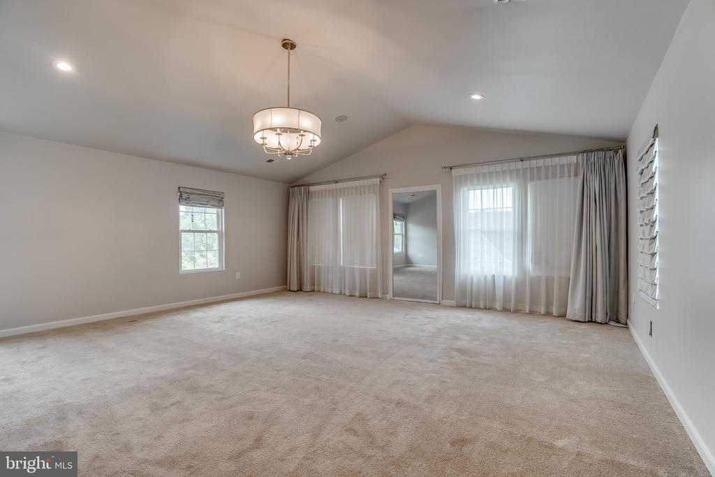 master bedroom 2 - 916 N CLEVELAND ST, ARLINGTON