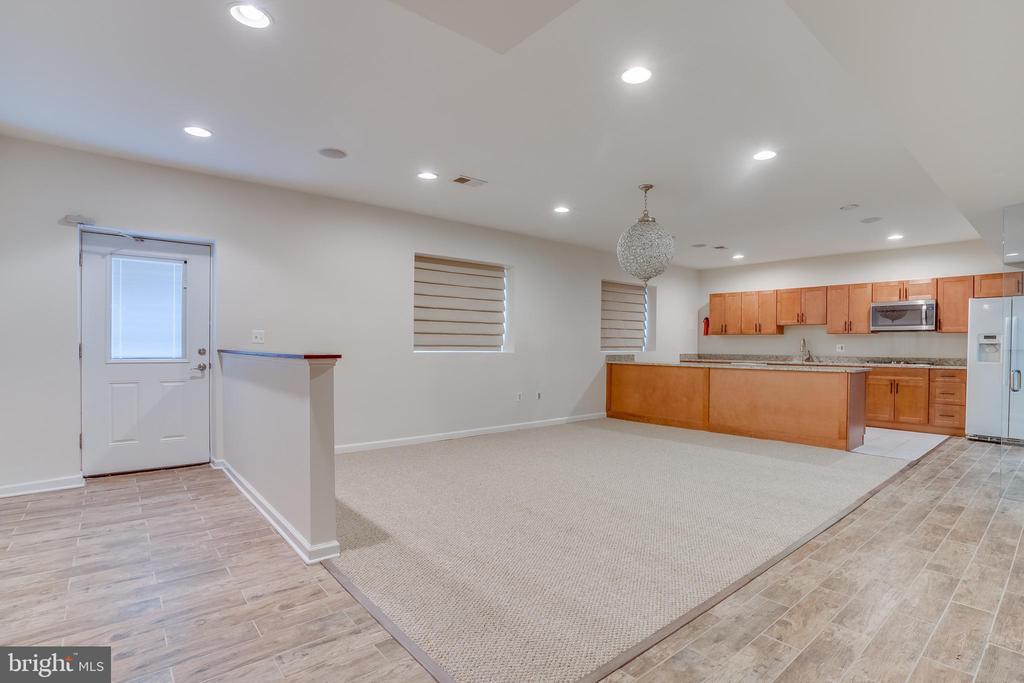 Full basement with Full Kitchen - 916 N CLEVELAND ST, ARLINGTON