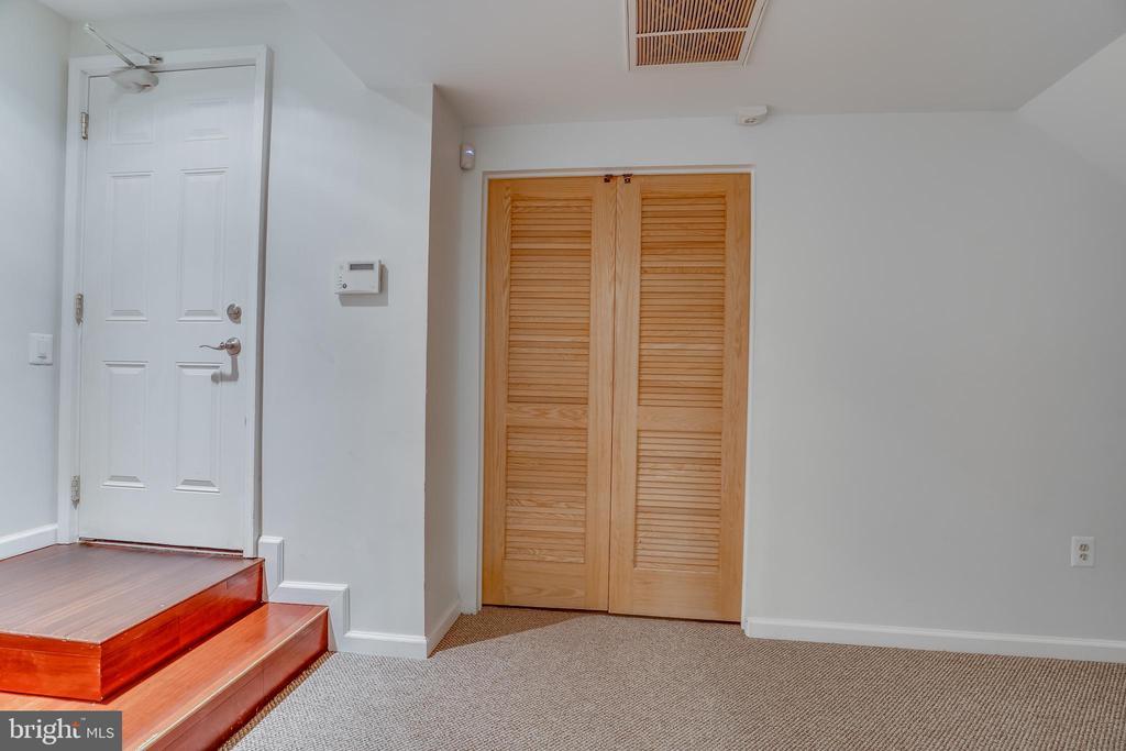 lower level door to Garage - 916 N CLEVELAND ST, ARLINGTON