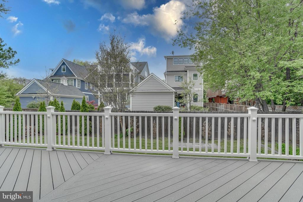 Backyard deck 3 - 916 N CLEVELAND ST, ARLINGTON