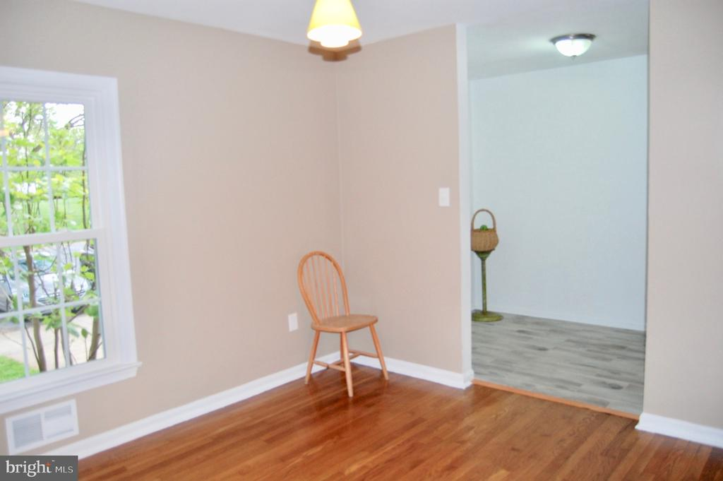 - 10941 AMHERST AVE #6, SILVER SPRING