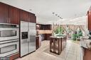 Kitchen - 8001 THORNLEY CT, BETHESDA