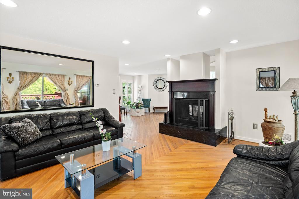 Living Room - 8001 THORNLEY CT, BETHESDA