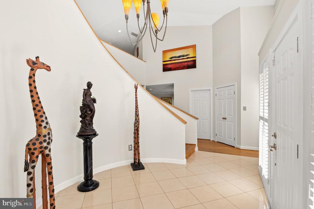 Foyer - 8001 THORNLEY CT, BETHESDA