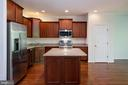 Eat-in-kitchen with SS appliances & new dishwasher - 42740 OGILVIE SQ, ASHBURN