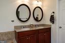 Master bathroom with double sink - 42740 OGILVIE SQ, ASHBURN