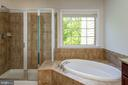 Master bathroom with tub and separate shower - 42740 OGILVIE SQ, ASHBURN