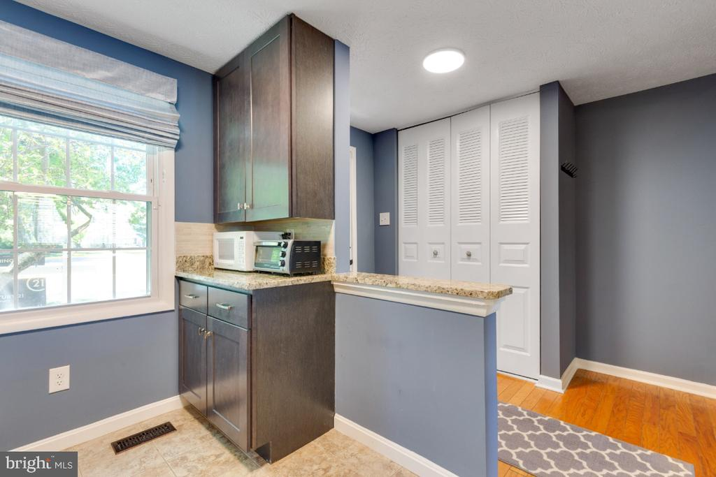 Lots of sun pours in from the window - 12110 PURPLE SAGE CT, RESTON