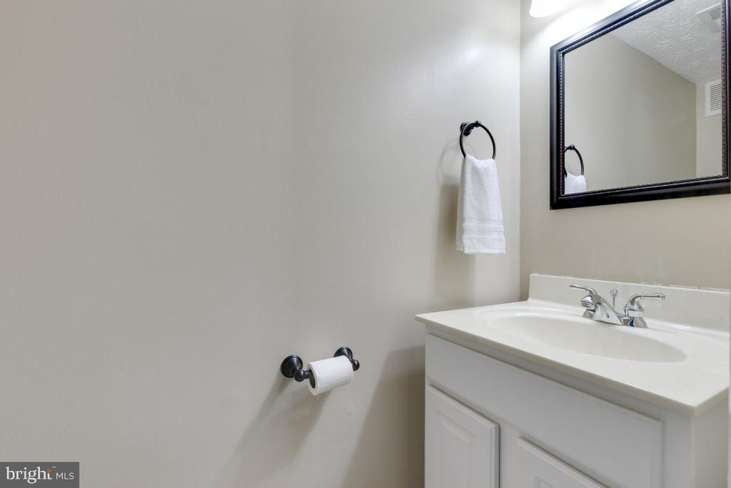 Half-bath in basement - 12110 PURPLE SAGE CT, RESTON