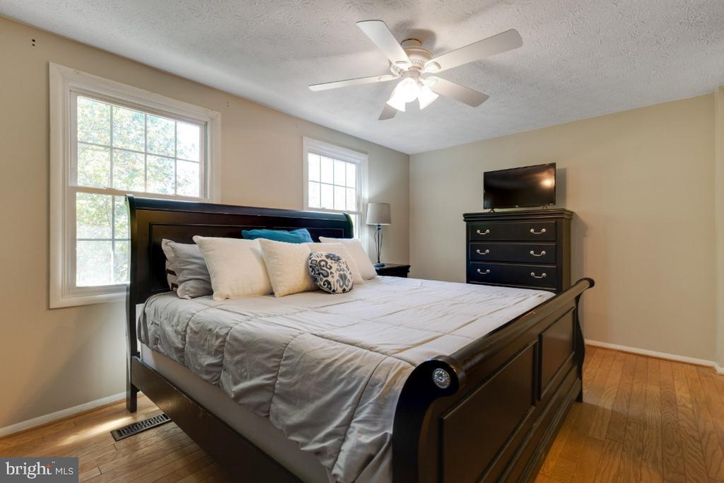 Hardwood floors in primary bedroom - 12110 PURPLE SAGE CT, RESTON