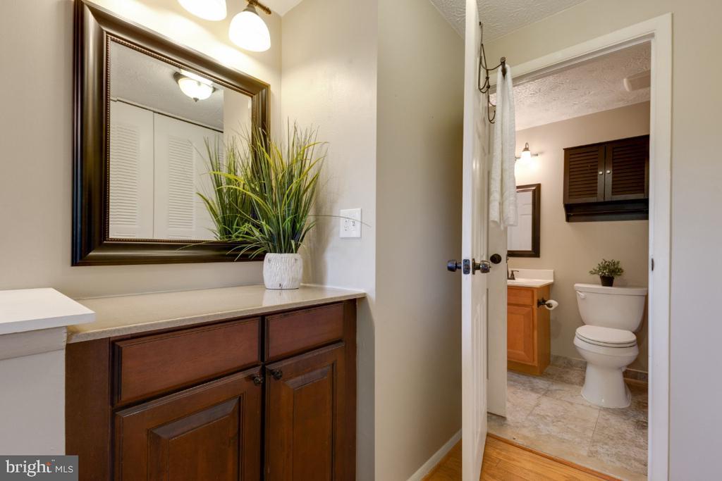 Separate vanity area in primary bedroom - 12110 PURPLE SAGE CT, RESTON