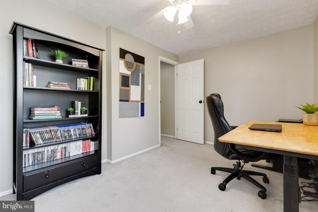 Upper level, large, second bedroom - 12110 PURPLE SAGE CT, RESTON