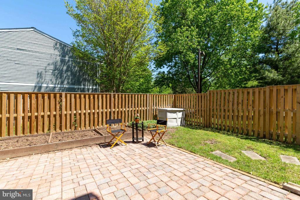 Stone patio, perfect for entertaining - 12110 PURPLE SAGE CT, RESTON