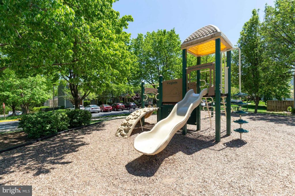 Tot lot across the street from townhome - 12110 PURPLE SAGE CT, RESTON