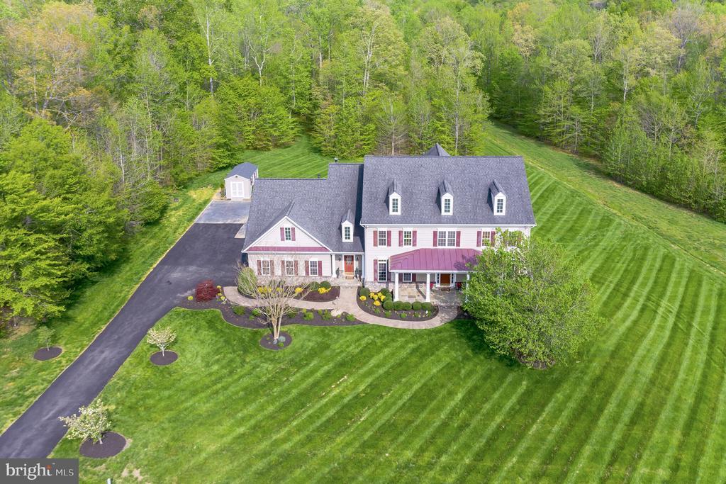 Gorgeous home on 3 acres - 147 STEFANIGA FARMS DR, STAFFORD
