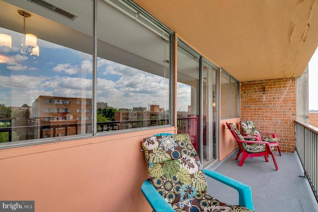BIG Balcony over looking Pool - 431 N ARMISTEAD ST #607, ALEXANDRIA