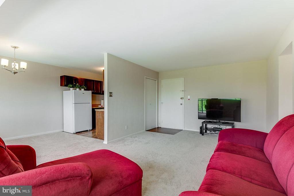 Spacious Living Room - 431 N ARMISTEAD ST #607, ALEXANDRIA