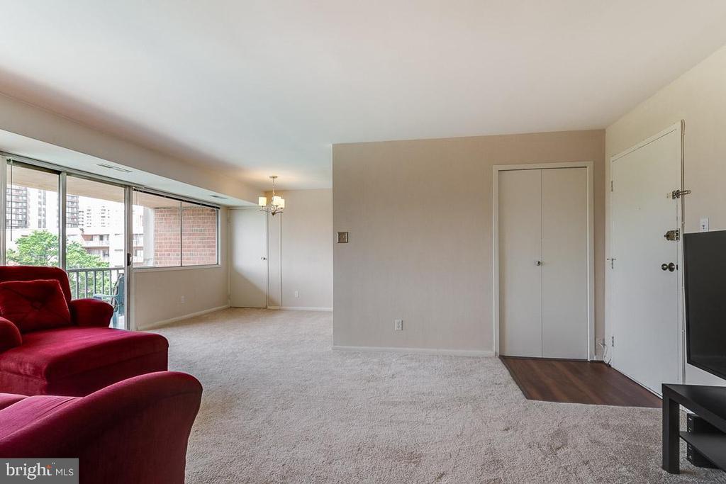 BRAND NEW carpet !! - 431 N ARMISTEAD ST #607, ALEXANDRIA