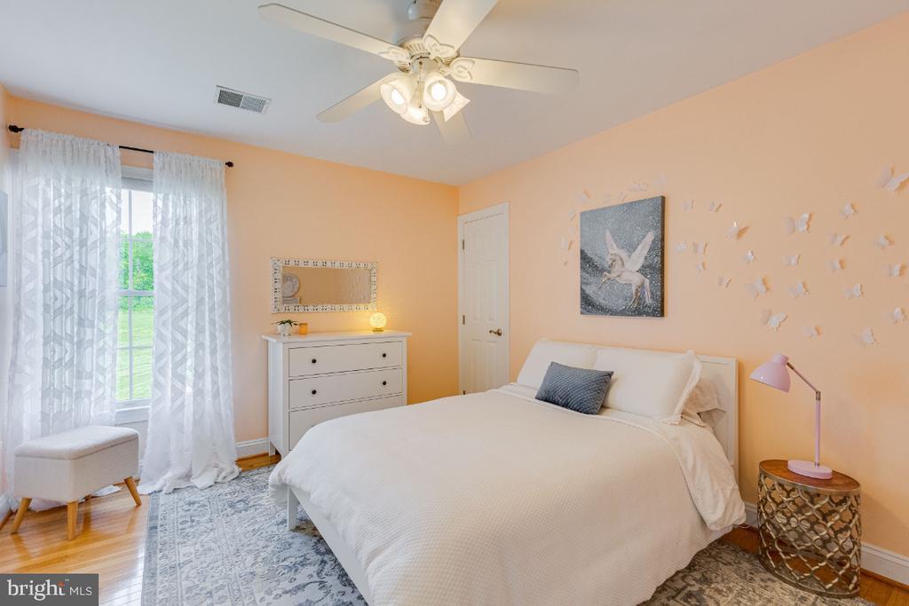Bedroom #2 with Jack and Jill bath - 42308 GREEN MEADOW LN, LEESBURG