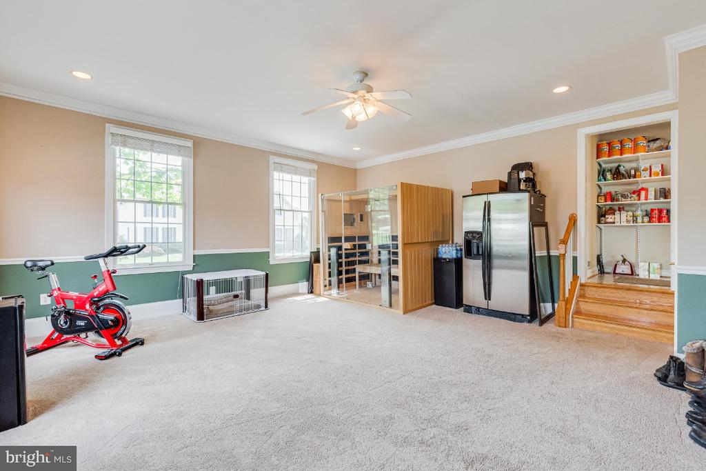 Extra room on the main level-extra office,bedroom - 42308 GREEN MEADOW LN, LEESBURG