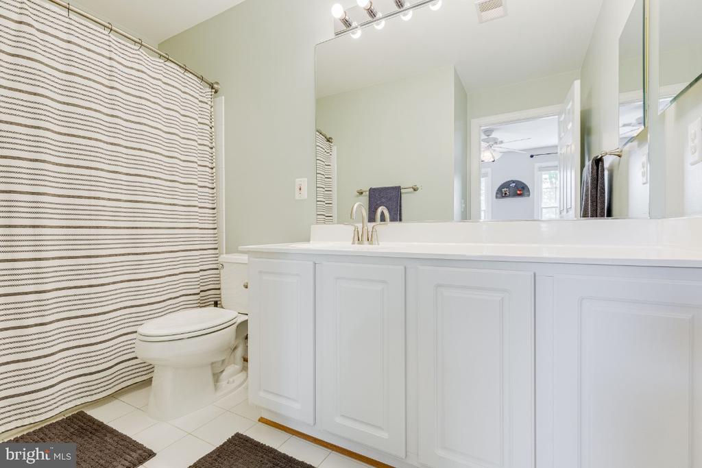 Bedroom #4 Full bathroom - 42308 GREEN MEADOW LN, LEESBURG