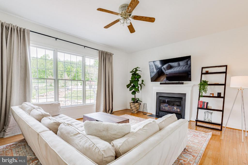 Alt view of family room - 42308 GREEN MEADOW LN, LEESBURG