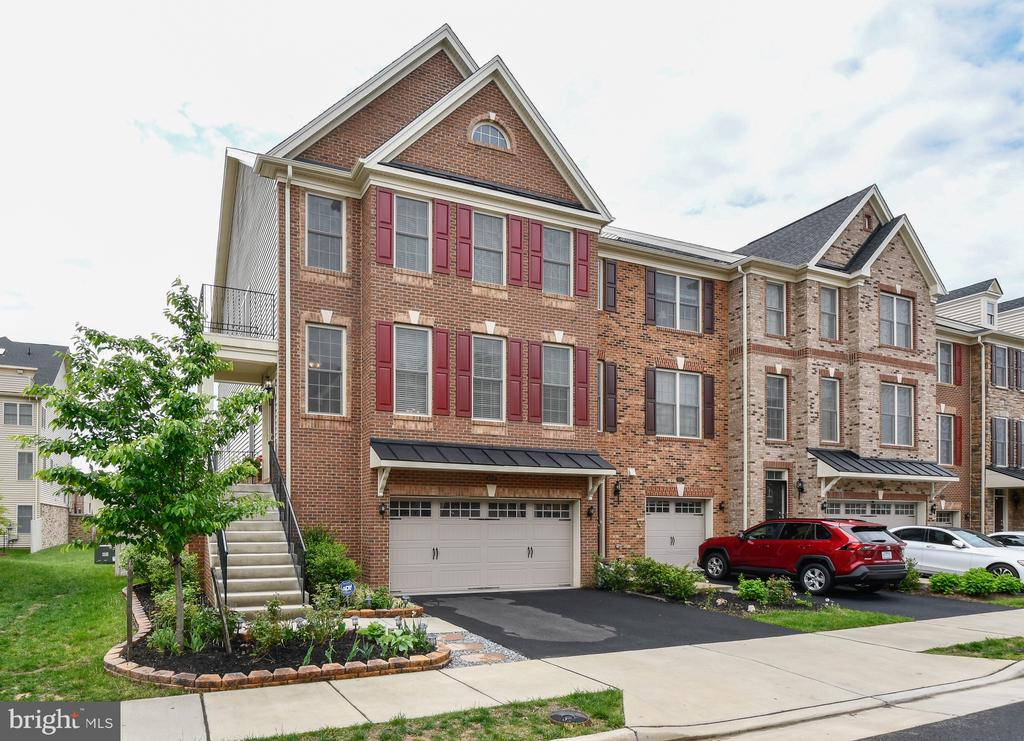 Stately Brick Colonial - 42615 LISBURN CHASE TER, CHANTILLY