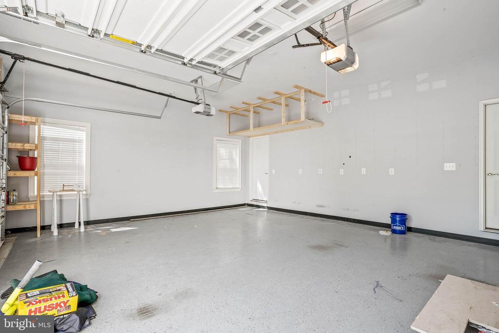 Oversized 3 car garage - 20585 STONE FOX CT, LEESBURG