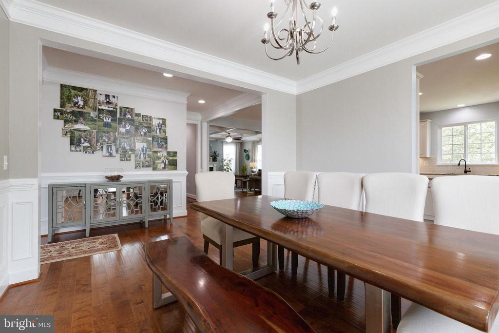 Large, open dining room - 15080 ADDISON LN, WOODBRIDGE