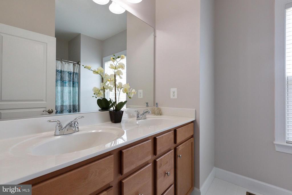 Additional bathroom on second level - 15080 ADDISON LN, WOODBRIDGE