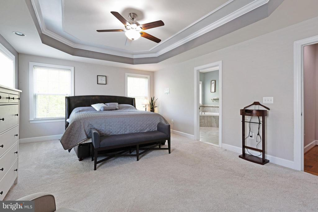 Features tray ceiling - 15080 ADDISON LN, WOODBRIDGE