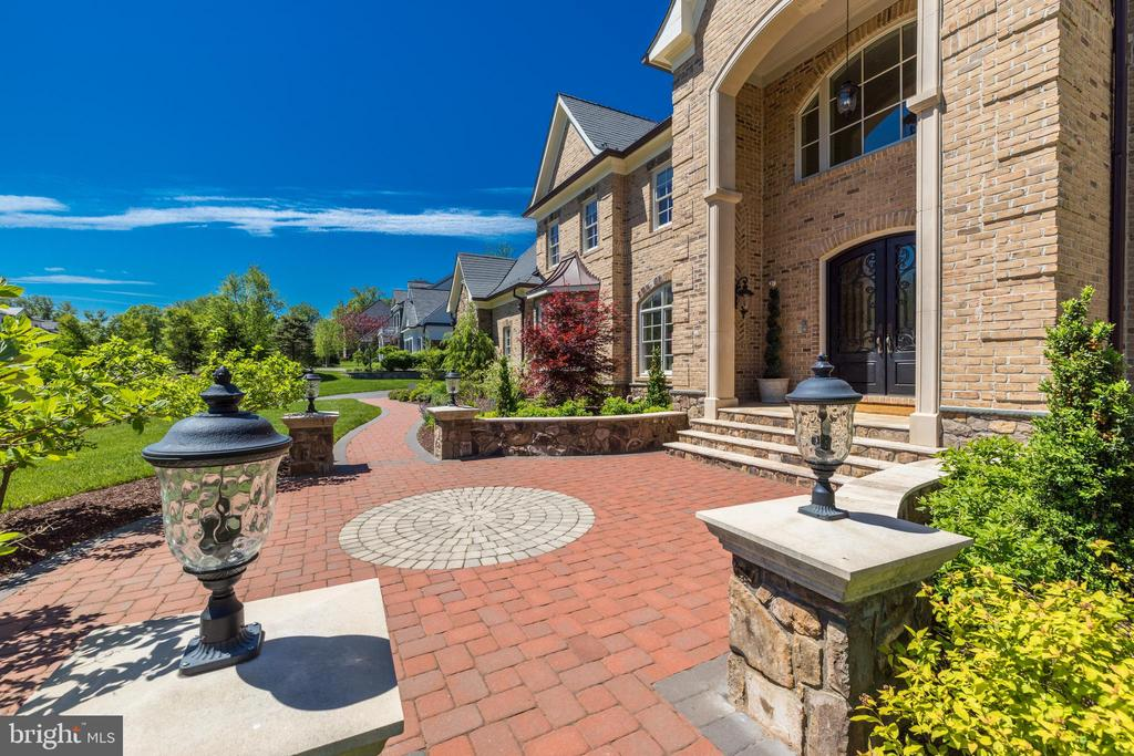 Custom Landscaping and Hardscaping - 957 MACKALL FARMS LN, MCLEAN