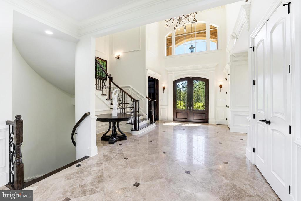 Staircase to Lower Level - 957 MACKALL FARMS LN, MCLEAN