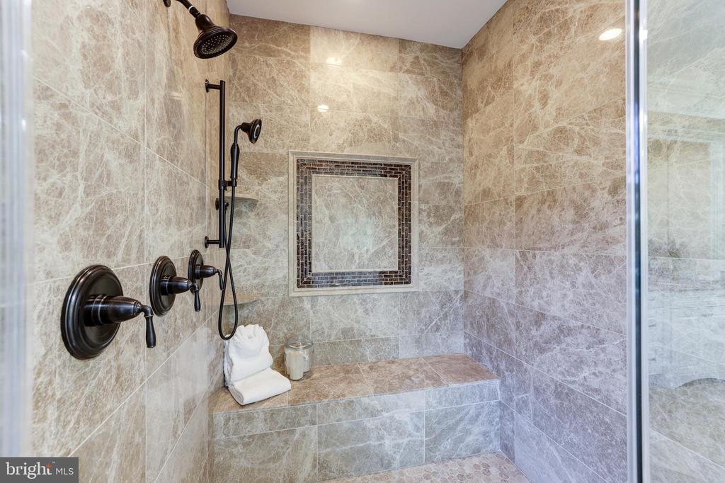 Owner's Suite Bath - Separate Shower - 957 MACKALL FARMS LN, MCLEAN