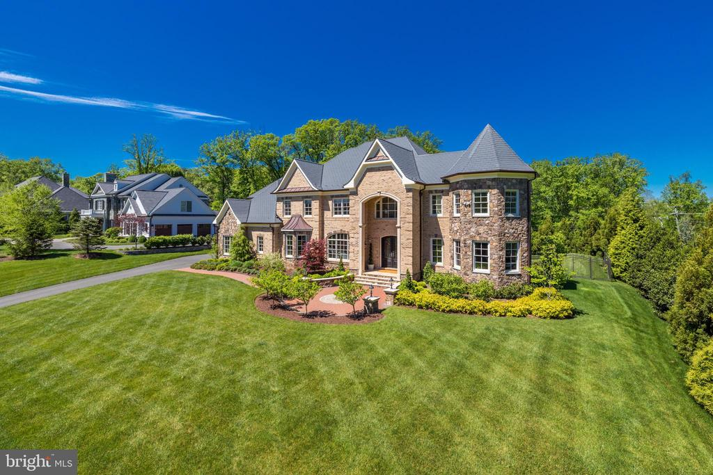 Elegant Luxury Home! - 957 MACKALL FARMS LN, MCLEAN